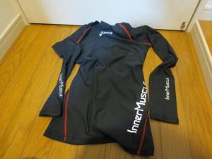asics 肩バランスLSシャツ XA3020(ブラック×レッド)